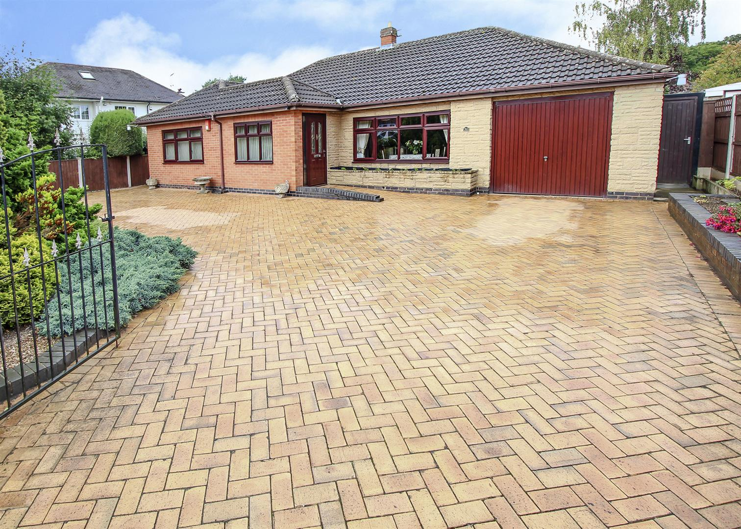 3 Bedrooms Bungalow for sale in Stanley Drive, Bramcote